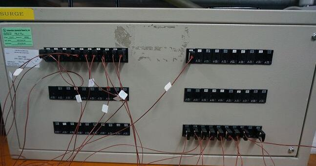 感温线会连接到统一的控制盒以取得相关温度数据。