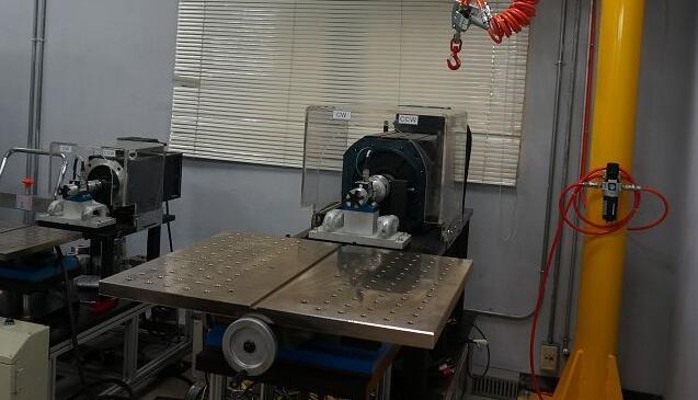 如果是比较大型的马达,进行堵转会产生强大的扭力,这时就必须透过一些专门的夹具设备固定之后进行测试。